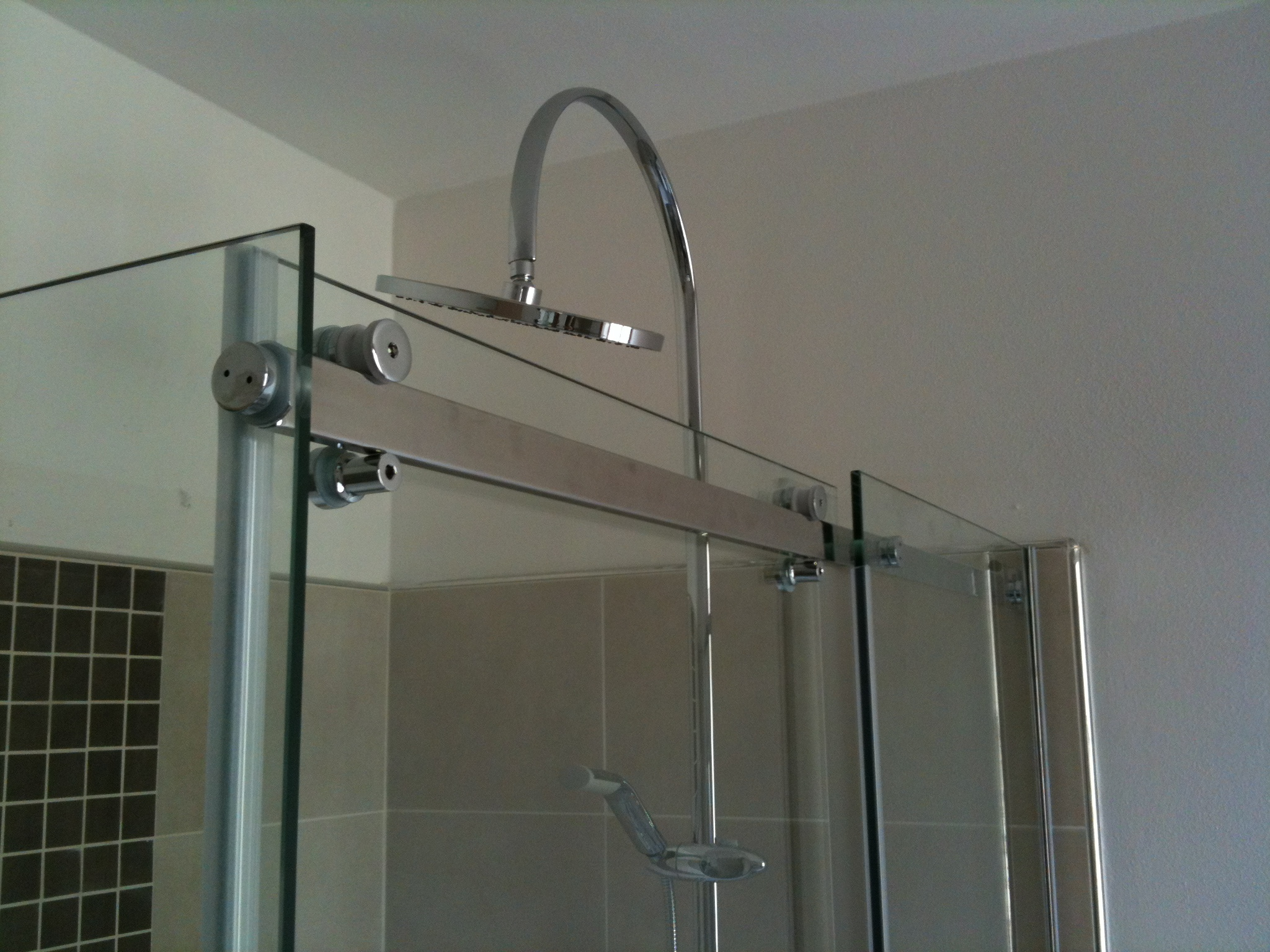 Vetro doccia per centro benessere vetreria l 39 arte nel vetro - Box doccia pentagonale ...