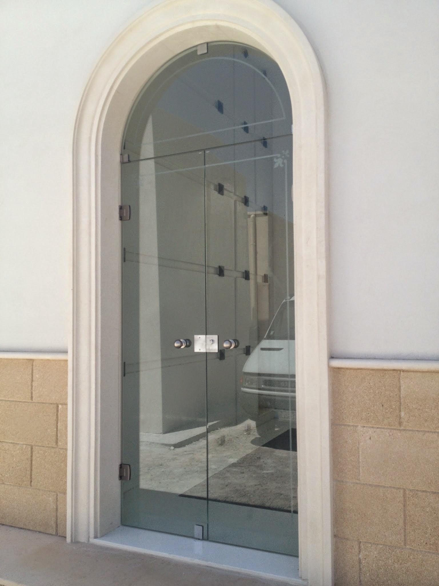 Box doccia in cristallo open vetreria l 39 arte nel vetro for Porte in vetro per cappelle cimiteriali