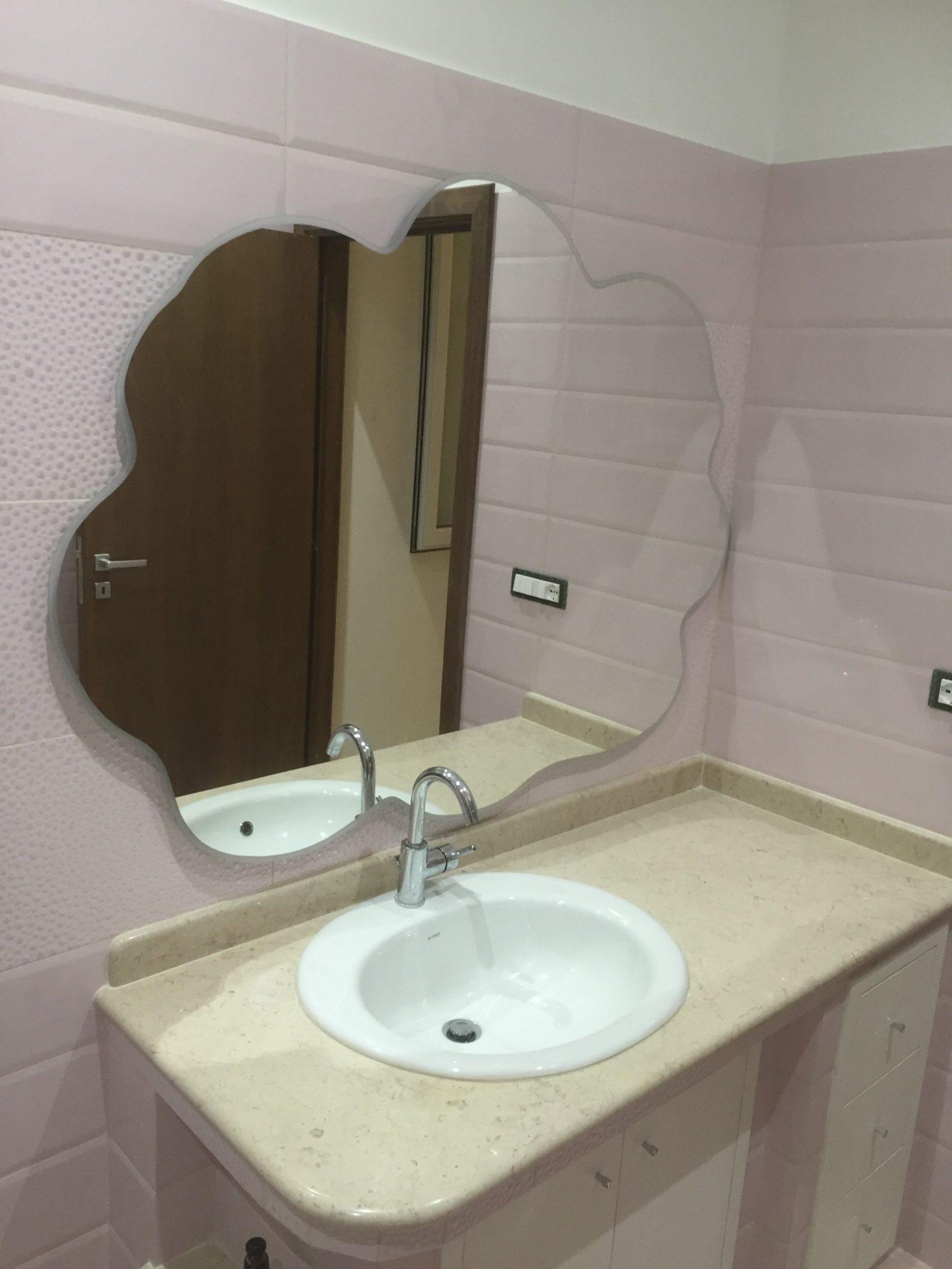 Specchio da bagno sagomato vetreria l 39 arte nel vetro - Specchi bagno torino ...