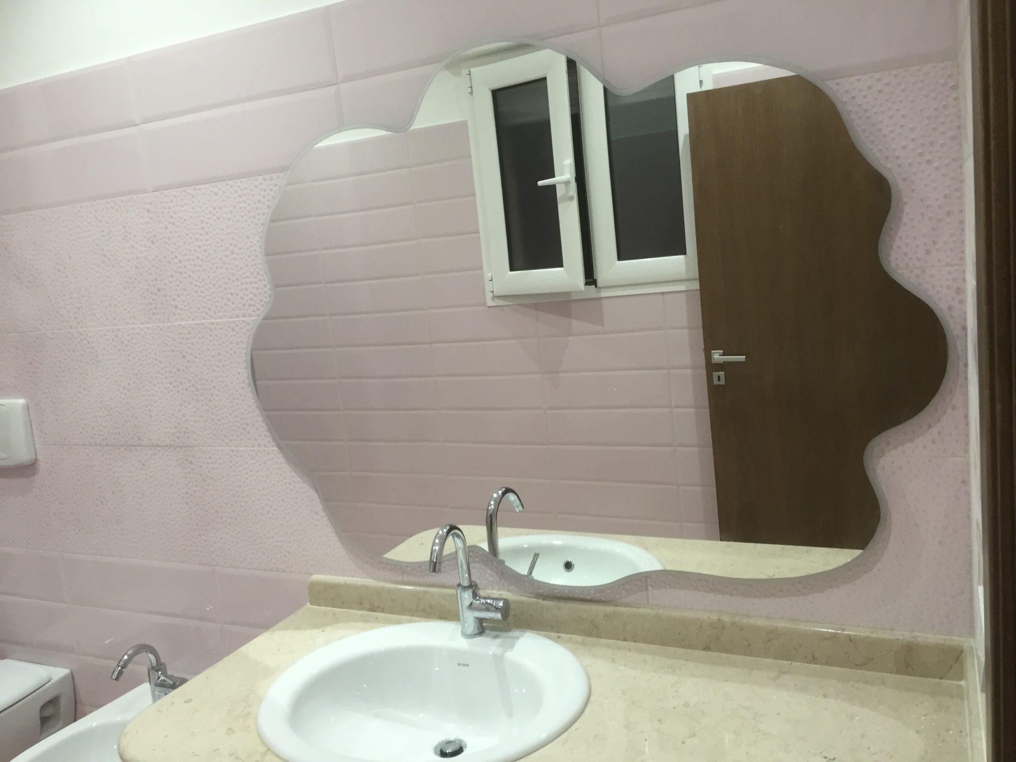 Specchio da bagno sagomato vetreria l 39 arte nel vetro - L arte del bagno ...