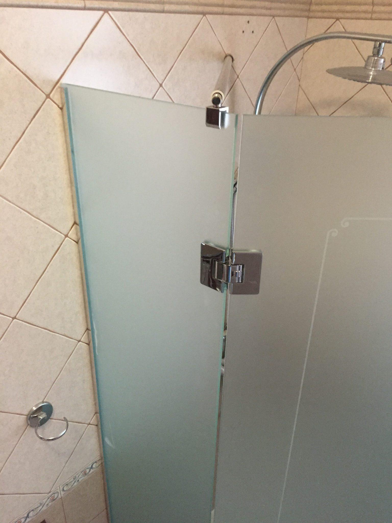 Box doccia in cristallo extra chiaro satinato vetreria l 39 arte nel vetro - Box doccia pentagonale ...
